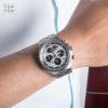 Đồng hồ Citizen AV0020-55A đeo trên tay