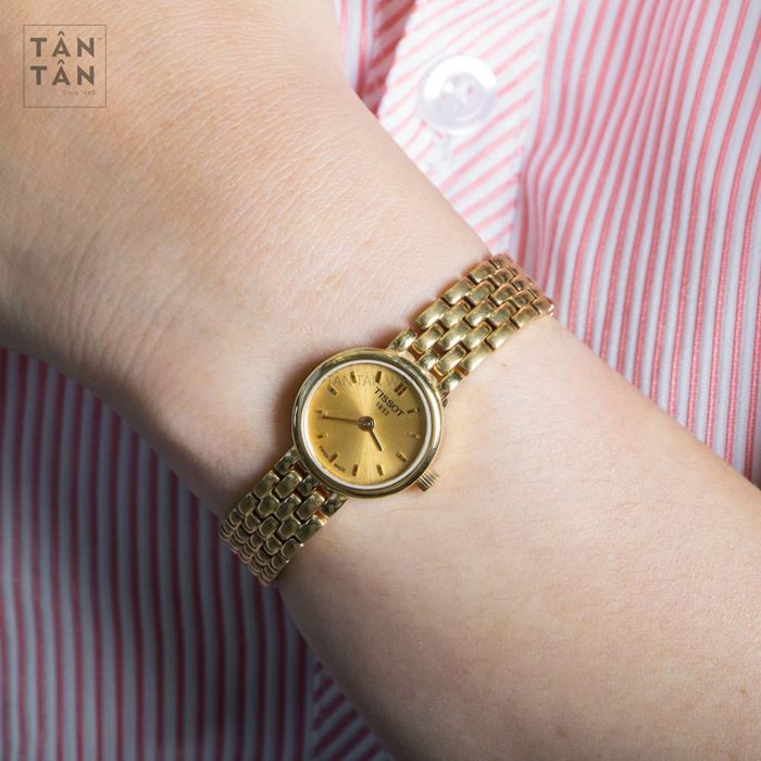 Đồng hồ Tissot T058.009.33.021.00 đeo trên tay