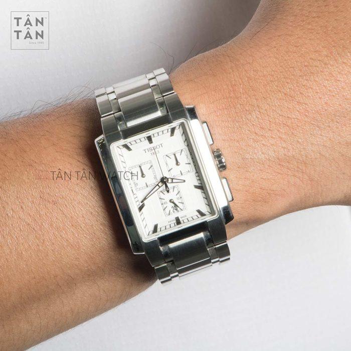 Đồng hồ Tissot T061.717.11.031.00 đeo trên tay