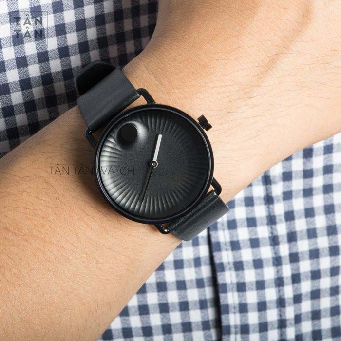 Đồng hồ Movado 3680039 đeo trên tay