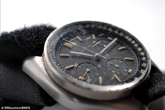 Đồng hồ Bulova chứa bụi mặt trăng trị giá 1,6 triệu USD 1