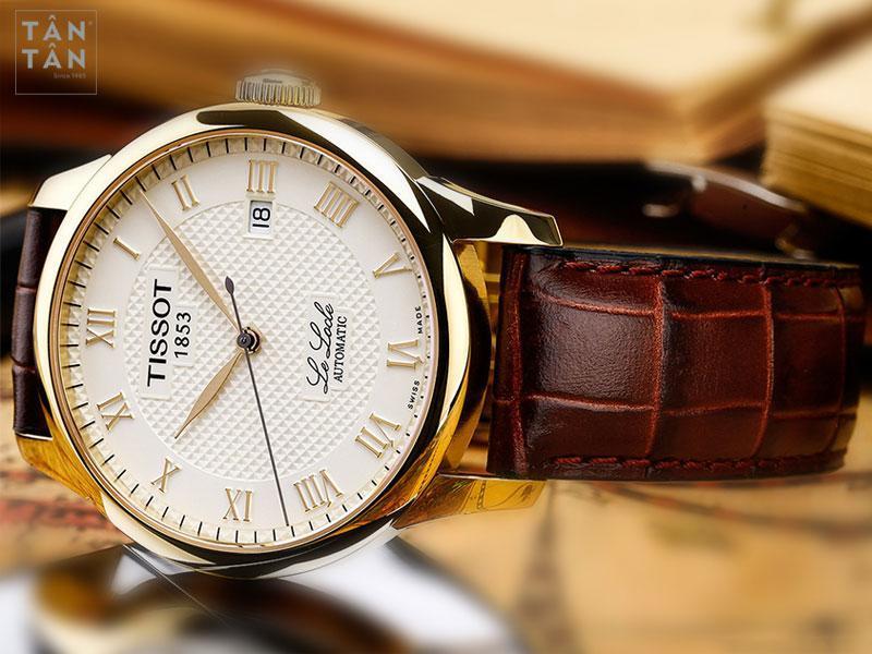 Đồng hồ Tissot 1853 automatic được thiết kế với phong cách cổ điển truyền thống, 3 kim và 1 lịch.