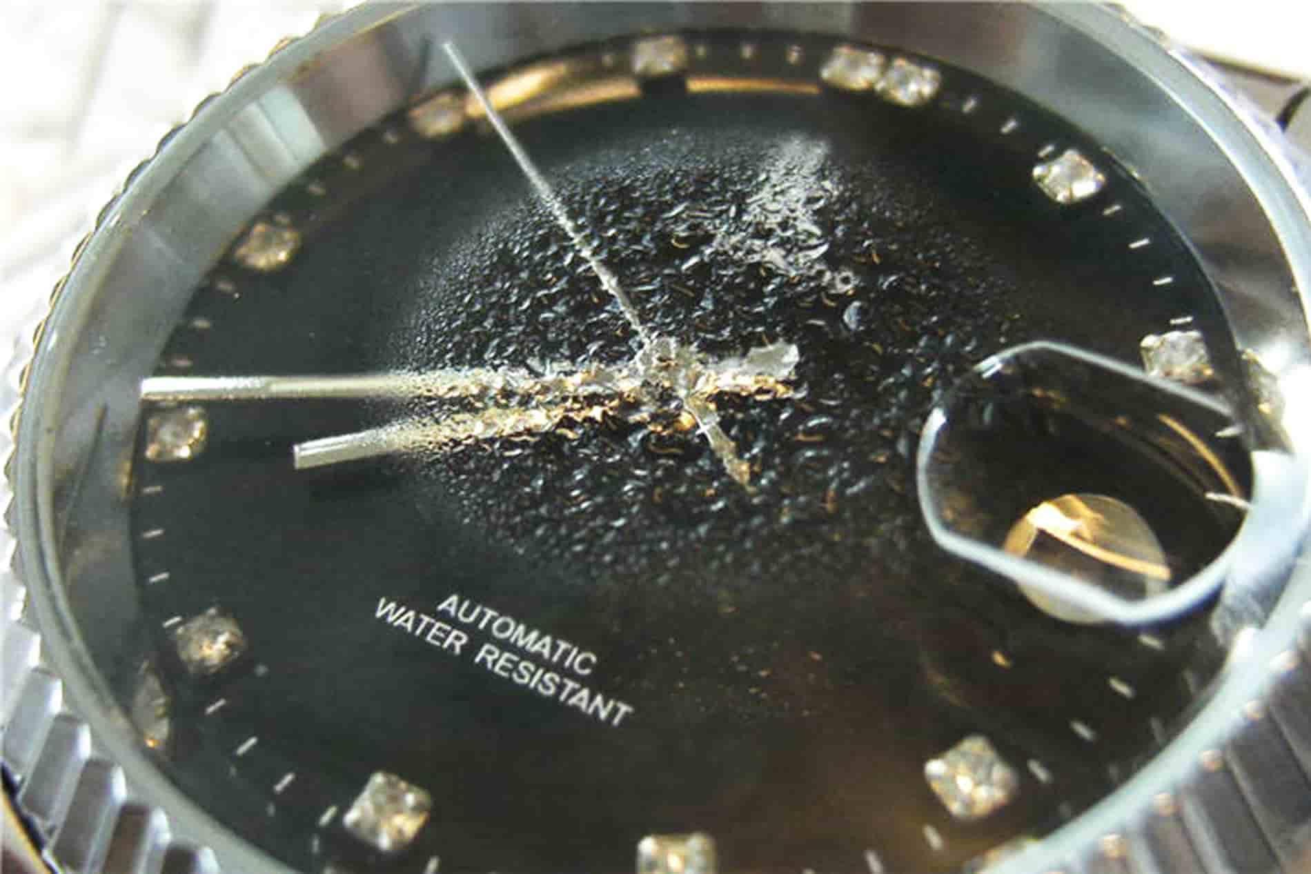 """Kết quả hình ảnh cho đồng hồ bị vô nước"""""""